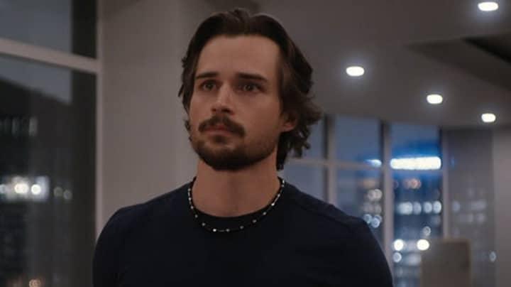 Netflix Firefly Lane: Everyone's Thirsting Over Jon Michael-Ecker's Max Brody