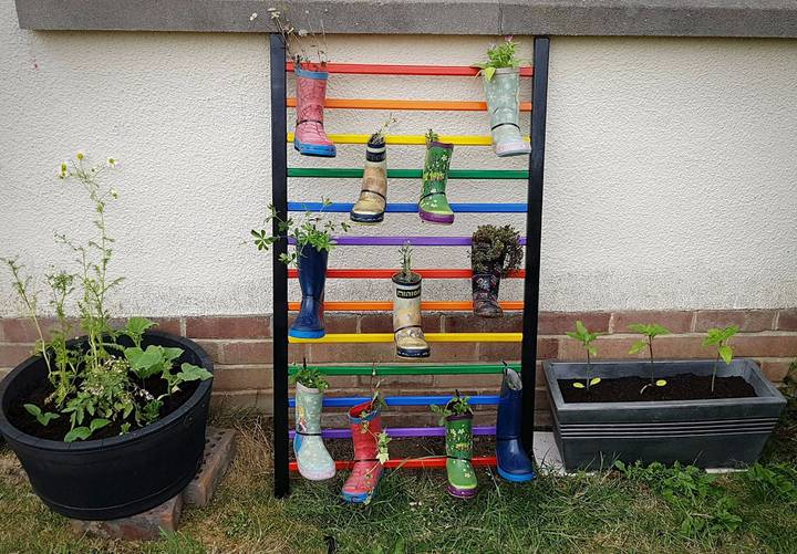 People Are Turning Old Cots Into Garden Features