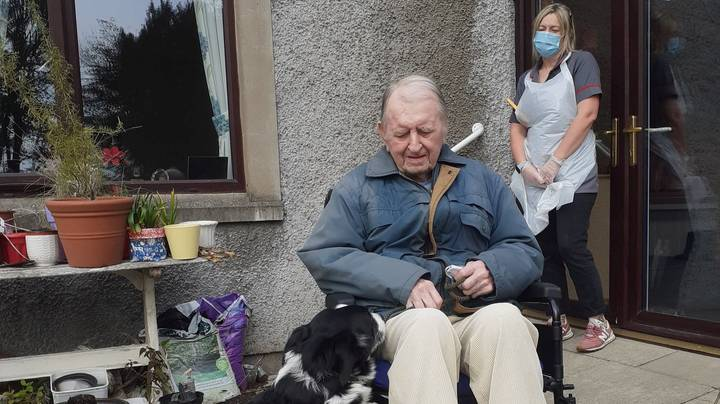 Woman Takes Her Dog To Care Home So Elderly Former Owner Can Spend An Hour With Him