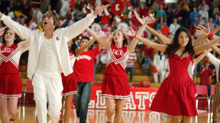 High School Musical Fans Are Fuming With Zac Efron's Disney Singalong Appearance