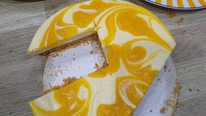 Woman Threatens To Divorce Husband Over Wonky Cake-Cutting