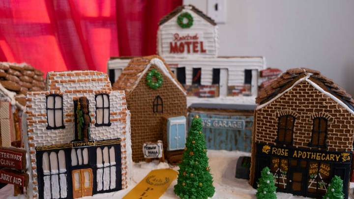 Someone Made The Entire Schitt's Creek Town Out Of Gingerbread