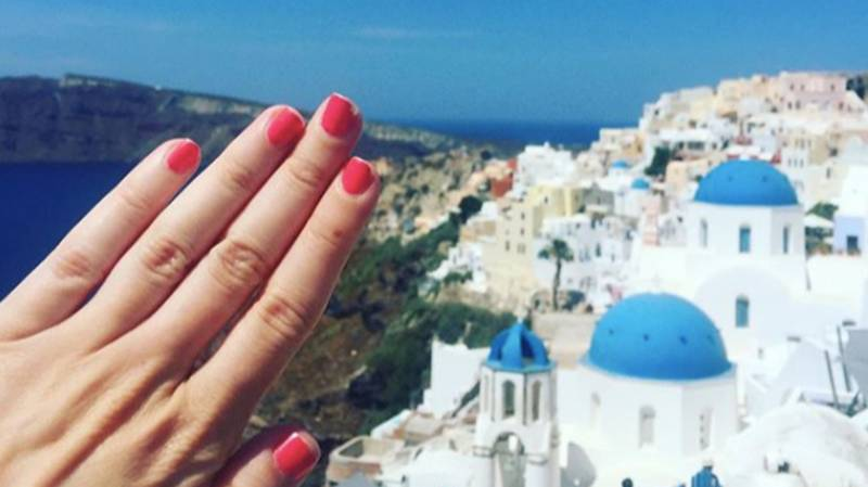 Woman Creates Instagram Account To Announce She's NOT Engaged
