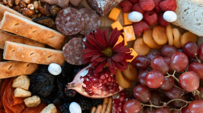 People Are Creating Amazing Charcuterie Wreaths - And They Look Delicious