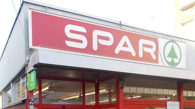 ​Man Promises Girlfriend 'Spa' Weekend And Takes Her On Tour Of Spar