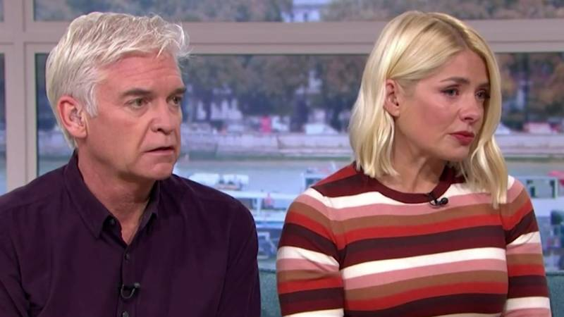 Holly Willoughby Breaks Down In Tears on 'This Morning' As Co-Star Recalls Domestic Abuse