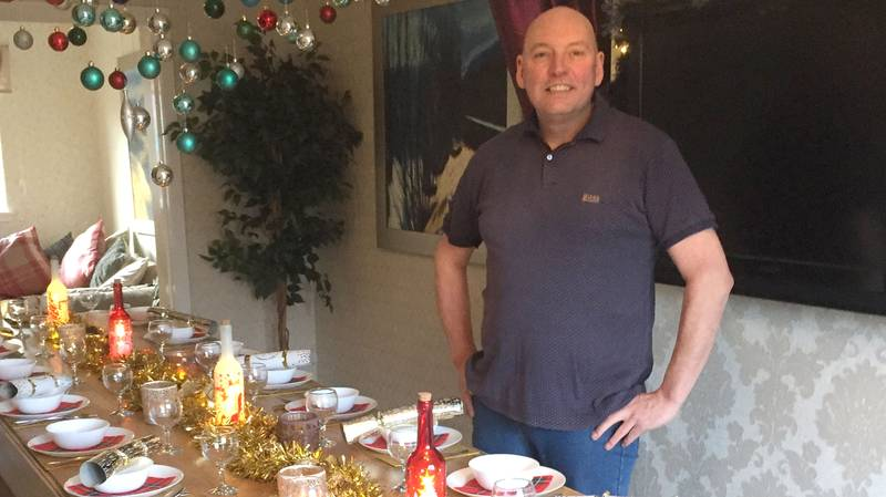 ​Dad Builds Incredible Table Using Palettes To Accommodate Everyone At Christmas