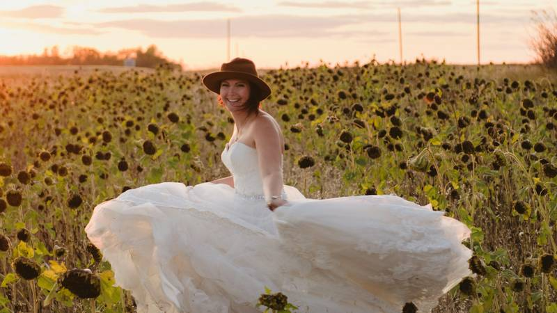 Widow Poses In Wedding Dress Every Year To Remember Late Husband