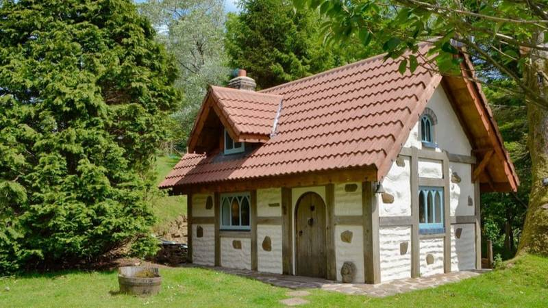 You Can Now Stay In This Disney Snow White Cottage And It's Straight Out Of A Fairytale