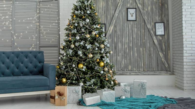 Putting Up Your Christmas Decorations Early Could Make You Happier, Psychotherapist Says