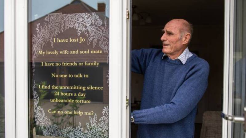 Lonely Man Who Put Sign Up In Window Asking For Friends Is Overwhelmed By Response