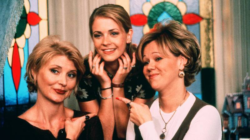 The Original Aunties From Sabrina The Teenage Witch Make Cameo In Netflix Series