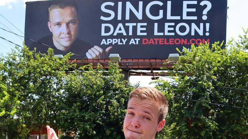 Man So Fed-Up With Online Dating He Hires Massive Billboard To Find A Girlfriend