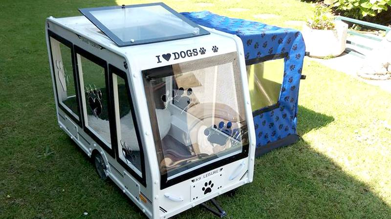 Man Makes Caravans For His Dogs And They Are Adorable