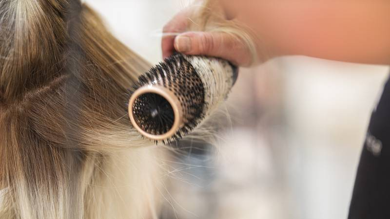 Woman Urges People To Wash Their Hair Brush Every Two Weeks To Avoid This Disgusting Result