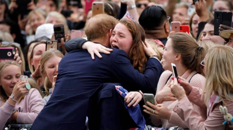 Prince Harry Broke Royal Protocol To Calm A Girl In Tears In Melbourne